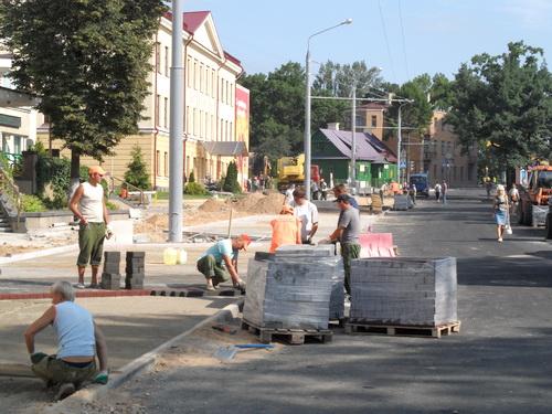 Десятки тысяч гродненцев приняли участие в городском субботнике (ФОТО), фото-1